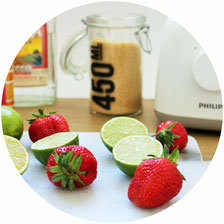 Bild: Einfaches Rezept für leckere fruchtige frozen Margaritas mit Früchten wie Erdbeeren, Wassermelone, Ananas, Pfirsich oder Mangos, der perfekte Drink für eine Party im Sommer; gefunden auf www.partystories.de