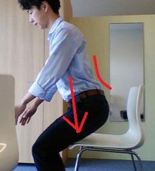 座ろうとすると腰が痛い奈良県大和高田市の男性