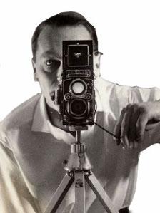 Graphic-Designer and Poster-Artist Heinz Traimer in 1965. Le graphiste Heinz Traimer (1921-2002) en 1965. Diseñador Gráfico y Cartelista Heinz Traimer en 1965. グラフィックアーティストハインツTraimer(1921年から2002年)。