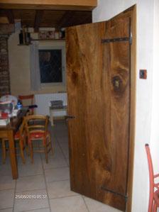 Porta rustica in noce massello modenese