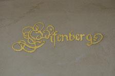 Vergoldeter Sschriftzug an Fassade, Gestaltung