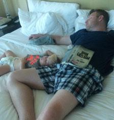 Der Mittagschlaf ist wichtig: für das Kleinkind und den Papa.