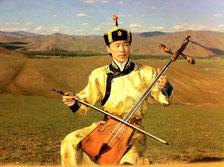 モンゴル若きアーティストTsソヨル・エレデネ