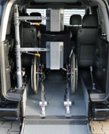 behindertengerechter Opel Combo Life, Beifahrerumbau, Heckausschnitt, Future Safe, Kopf- und Rückenstütze, Sodermanns