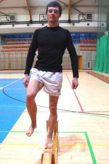 Rehabilitacja kolana: ćwiczenie nr 3 - ruch w dół.