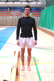 Rehabilitacja kolana: ćwiczenie nr 3 - pozycja początkowa.
