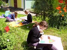 Malowanie na łące - 2009 r.(Fot. Basia Jachimowicz)