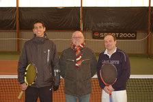 N. PROST-DUMONT (vainqueur), G. VOUAUX (arbitre) et E. DE MAGALHAES (finaliste)