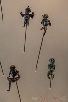 Nain à la cangue, personnage difforme (Alexandrie), Nain bossu les mains liés, personnage difforme dans l'attitude du Tireur d'épine, Musée du Louvre