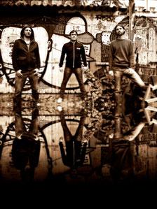Miembros de la banda Red Booster en las calles de Berlin