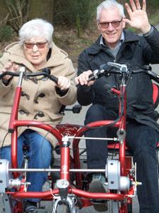 Duofiets, bewegen, activiteit voor ouderen met dementie