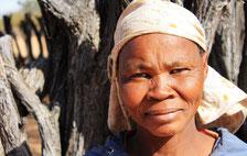 En junio, los bosquimanos de Ranyane desafiaron con éxito los intentos del Gobierno de desalojarlos de su tierra ante el Tribunal Supremo de Botsuana. ©Survival International