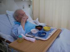 転院当初は、自分で食事をしていた