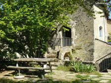 On mange facilement à 6 dans la salle à manger du gîte des Valettes à l'auberge de la Fabarède à St-Jean-du-Bruel..