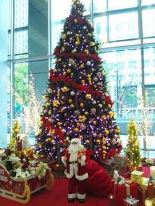 クリスマスツリーとサンタさん@丸の内