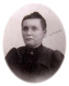 LEHEUVE Mathilde A., photographiée dans les années 10. Collection privée de l'auteur.
