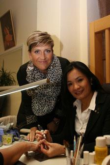 Halee und Deutsche Meisterin im nageldesign Sandra Mecus beim Nageldesignseminar