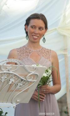 Maestra de ceremonias Alexandra BARO