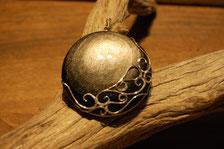 pendentif obsidienne avec sertissage dentelle argent, création artisanale fileuse d'étoiles