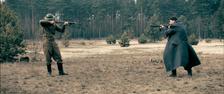 Zwei Soldaten ganz allein, und trotzdem Feinde