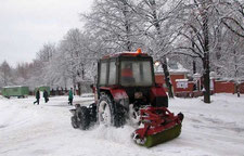 уборка снега щеткой