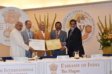 Von links nach rechts: Dr. Triguna, Dr. Picha, Dr. Nader, Ayush Minister Naik, indischer Botschafter Rajamony