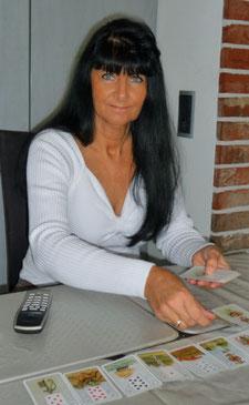 Spirituelle Lebensberaterin & Kartenlegerin Elina...am Telefon. Ich bin für Sie da , wann immer Sie mich brauchen solten.