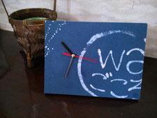 平木屋で開校している英会話のwaごころの時計を染めました。平木屋の玄関に飾ってあります。