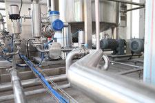 Intérieur d'une usine évoquant l'activité industrielle