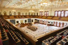 Salle vide de Parlement pour évoquer les affaires publiques