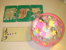 幼児向けレッスン、体験レッスンで使用するー動物カード・色音符マグネット・ボール