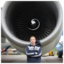 Tobias Rabelink staat voor het geluid van een straalmotor