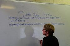 ABC譜を書き込むアイリーン・オブライエン