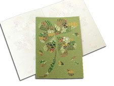 umweltfreundliche Glückwunschkarte mit Kleblatt in grün