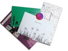 persönliche Karten entworfen in pink, weiß und grün