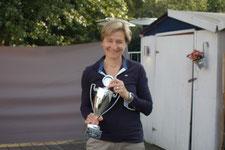 Claudia Gerwin mit dem Lady's Pokal