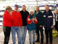 3. Platz der HH Meisterschaft BSV - die Repräsentanten des SVRG mit Regattaleiterin Sylvia Dutzke (links außen)  und BSV Sportreferent Detlev Smarsly (rechts außen)