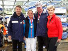 1. Platz Bernd Sievers und Bianca Dyckhoff mit Regattaleiterin Sylvia Dutzke und BSV Sportreferent Detlev Smarsly