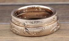 藤の花を合わせてハートが型にした結婚指輪