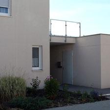 architekturbuero_waessa_neubau_wohnhaus_doppelhaushaelfte_bad_schoenborn_eingang_ueberdacht