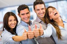 Glück und Erfolg, 4 glückliche junge Menschen, Albicker Coaching, coach-4you
