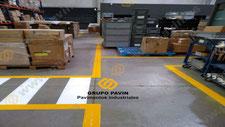 Señalización industrial de un pavimento
