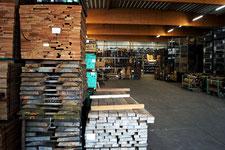 Große Auswahl an Schnittholz und Blockware, viele Holzarten, Bohlen, Bretter, besäumte und unbesäumte Ware