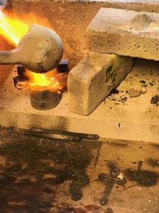 Schmelztiegel flüssiges Metall Messingguss