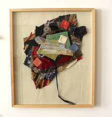 "Eva Hradil ""La paleta"" 2017/2018, Textilien aus ""charged clothes"", Vlieseline, Molino"