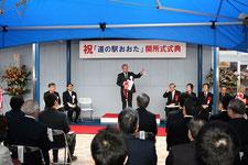オープニング式典で挨拶する清水太田市長