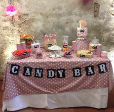 Candy Bar Hochzeit bunt Süßigkeiten