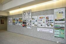 2号館エントランス展示パネル