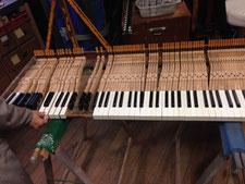Comment poser le clavier de piano à queue pour démonter les marteaux ?