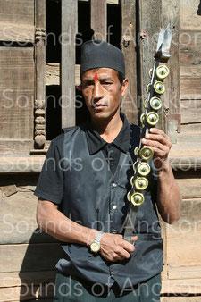 Percussion pouvant s'apparenter au racle. Népal.